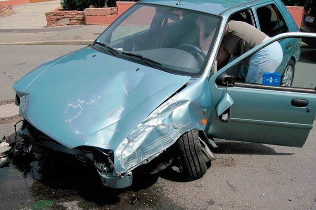 Frau bekommt im Auto einen Schwächeanfall