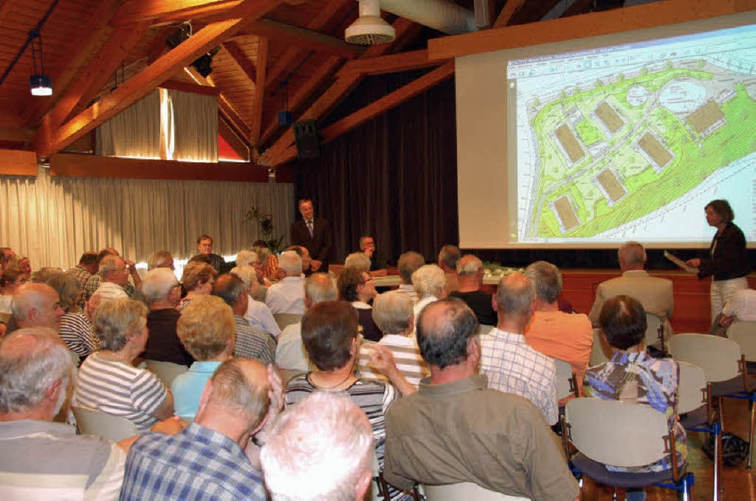 Der Saal im KuV war voll, als über das...;-Areal  in Wildtal diskutiert wurde.   | Foto: Steinhart