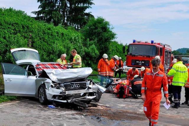 Drei Fahrzeuge kollidieren – drei Personen schwer verletzt