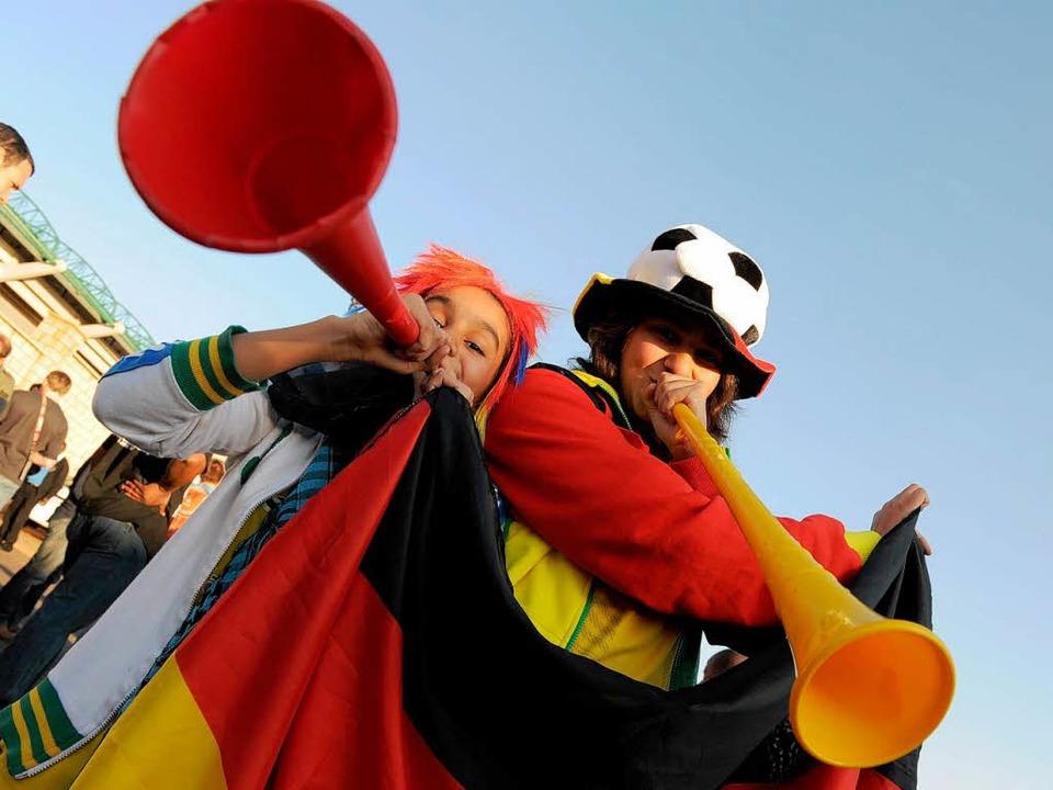 Trötende Krachmacher: An einigen Publi...-Württemberg herrscht Vuvuzela-Verbot.  | Foto: dpa
