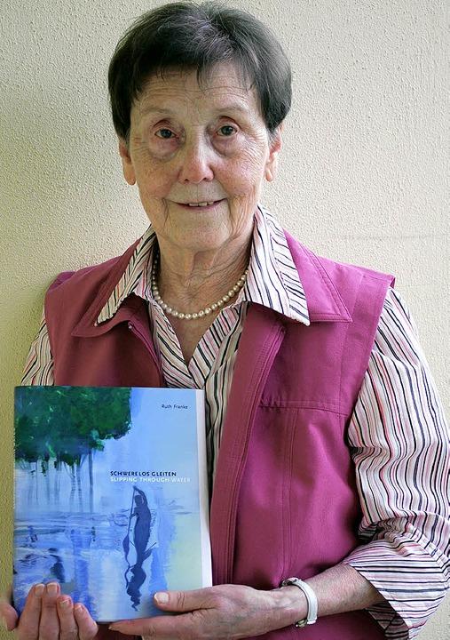 Ruth Franke mit ihrem neuen Buch  | Foto: Sylvia-Karina Jahn