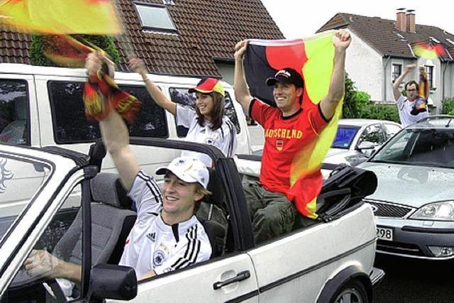AUTOMOBILER SIEGESZUG: WM-Feier auf Rädern
