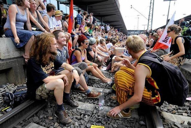 Freiburger Gleisbesetzer: Bahn will Schadenersatz
