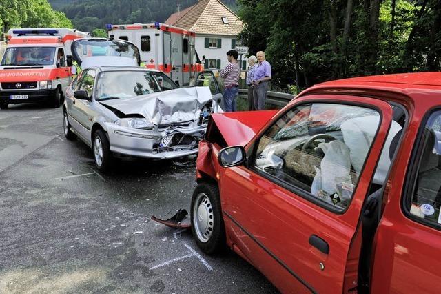 Vier Personen verletzt