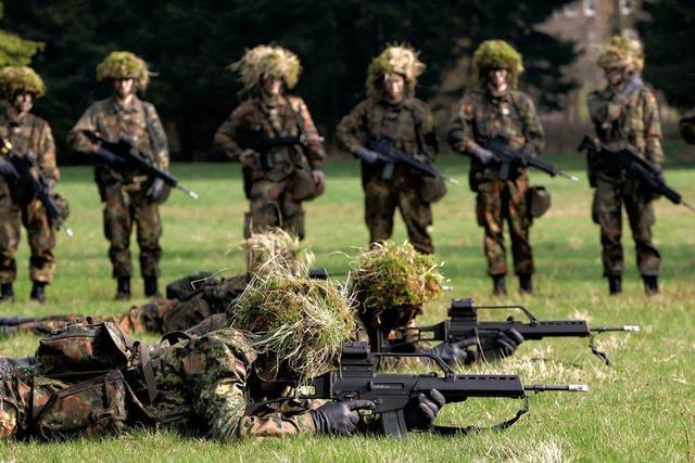 Koalition streitet um Wehrpflicht – Einberufungen gehen weiter