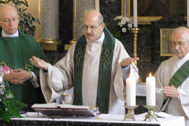 Gemeinde freut sich: Pfarrer bleibt