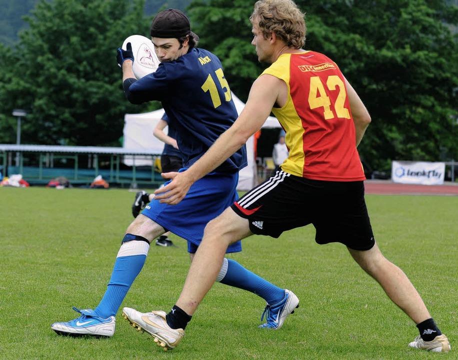 Die   Freiburger Frisbeespieler  (vorne) beim Spiel gegen Darmstadt    | Foto: rita eggstein