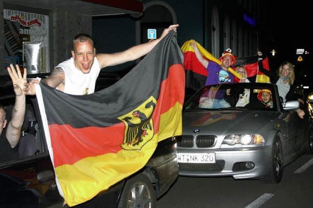 Der erste Autokorso 2010 galt dem deutschen Team