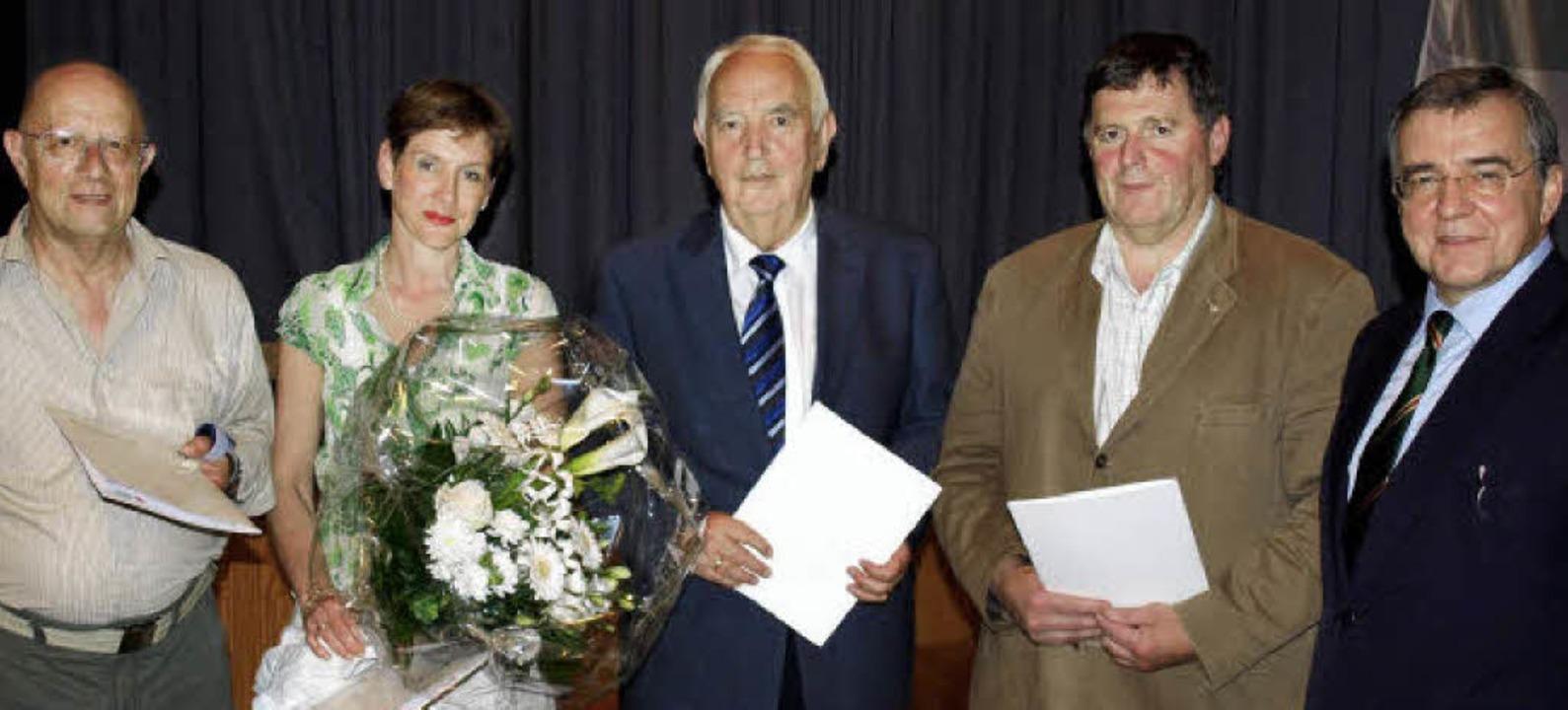 Bernd Jungmann, Marion Dammann, Alois ...vorsitzender Günter Boll (von links).   | Foto: Paul Schleer