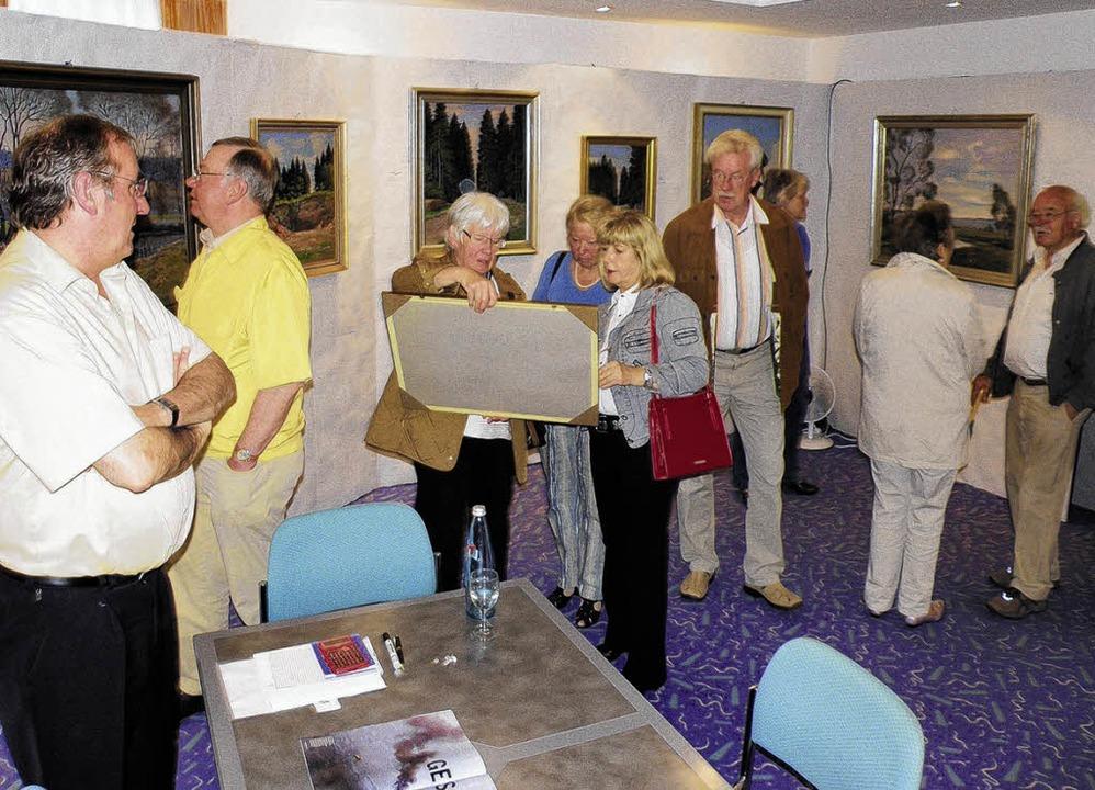 Groß war  das Interesse an der Verkauf...and Mezger (links) im Hotel Concorde.   | Foto: Beathalter