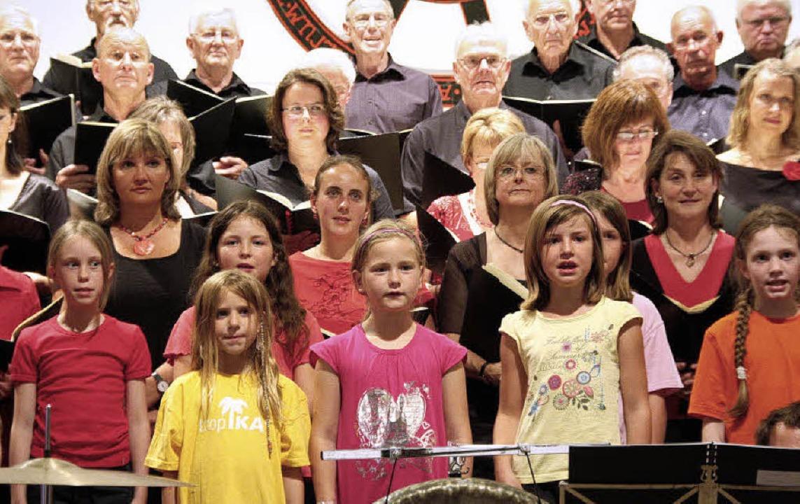 Bei der  Aufführung von Carl Orffs &#8...verschiedener Generationen beteiligt.   | Foto: Silvia Faller