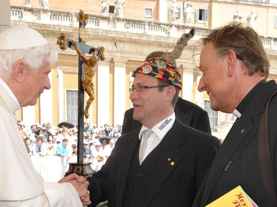 Shake hands mit dem Papst.  | Foto: Servizio Fotografico