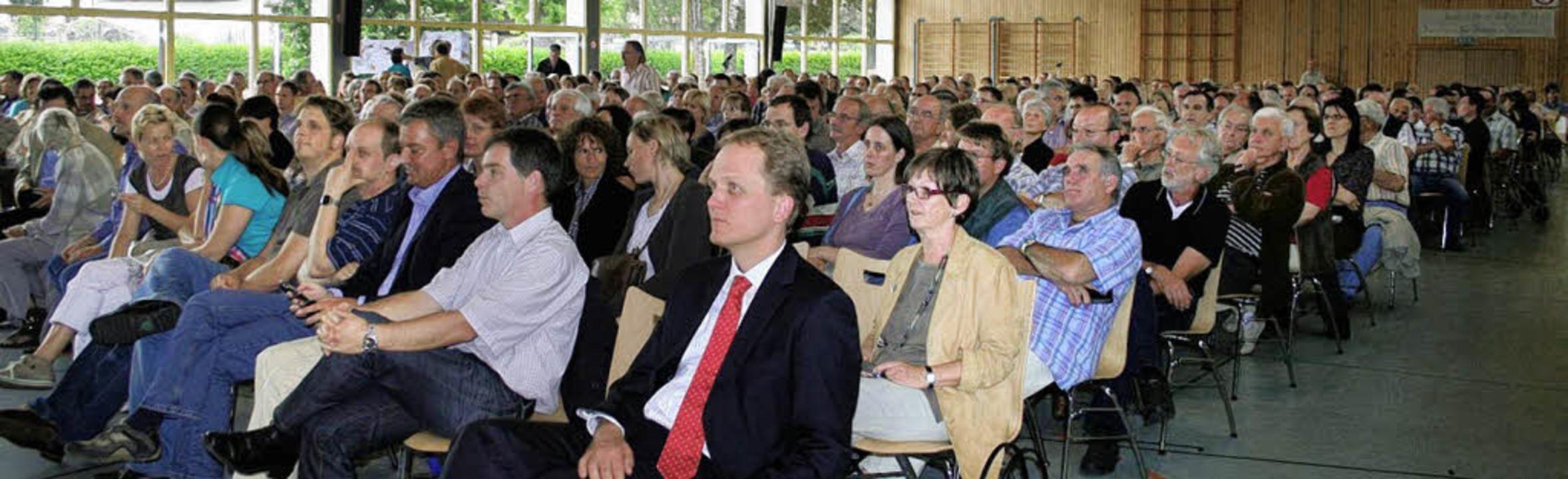 Viele Bürger folgten der Einladung des...e für die B31 westlich von Gottenheim.  | Foto: Bianka Pscheidl