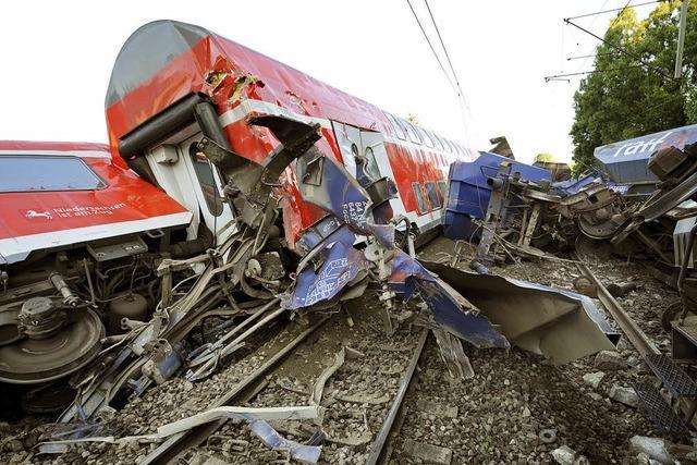 Regionalexpress kracht in Güterzug