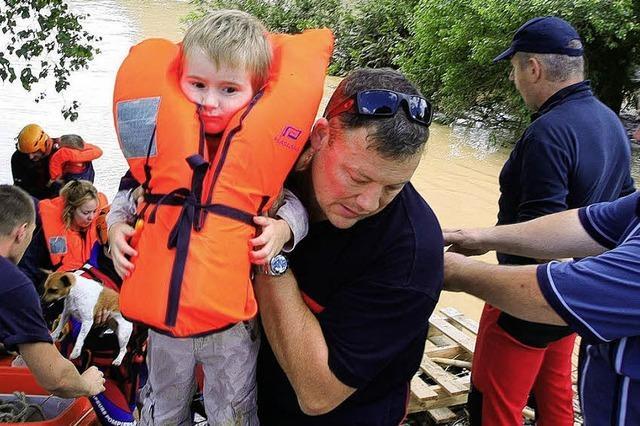 Südfrankreich - Helfer bringen Hunderte in Sicherheit