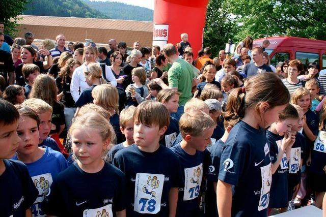 Fotos: 460 Kinder beim und Jugendliche beim Sonnwendlauf in Seelbach