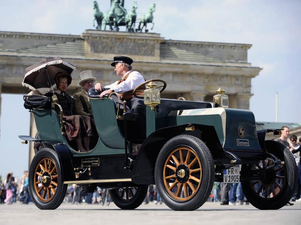 Der Nachbau des von 1905 bis 1910 von ...n Elektroautos am 30. April in Berlin.  | Foto: ddp