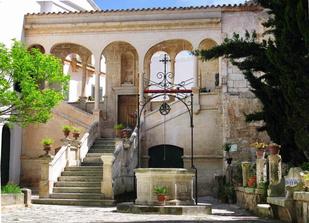 Stadt mit großer Vergangenheit: Innenh...della, der schönsten Stadt  Menorcas    | Foto: Christian Faul