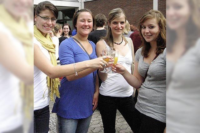Gleich nach den Prüfungen feierten sie ihren Erfolg