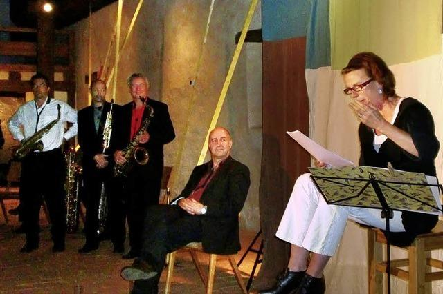 Saxophonklänge verleihen den Worten Flügel