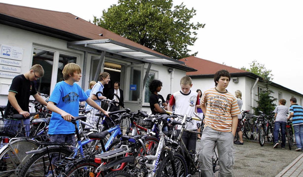 Viele Schüler der Freien Evangelischen...per Fahrrad, andere aus Kehl per  Zug.  | Foto: Heidi Fössel