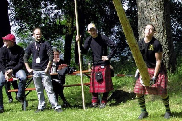 Wackere Sportler im Schottenrock