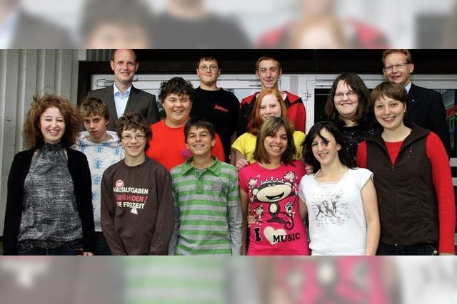 Zwölf Schüler löchern den Bundestagsabgeordneten