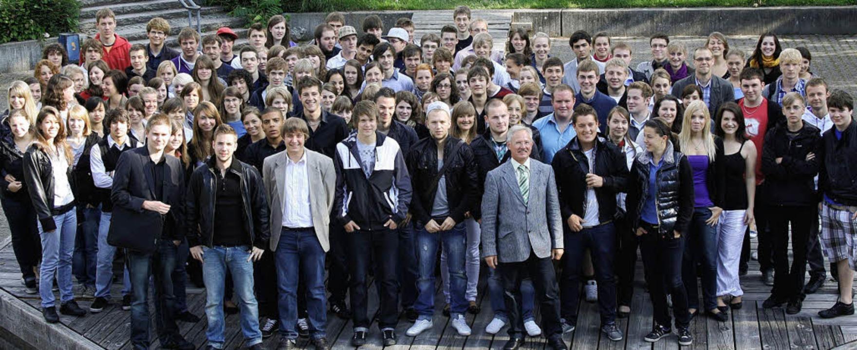 Freuen sich über die bestandenen Prüfu...enten des Faust-Gymnasiums in Staufen   | Foto: Privat