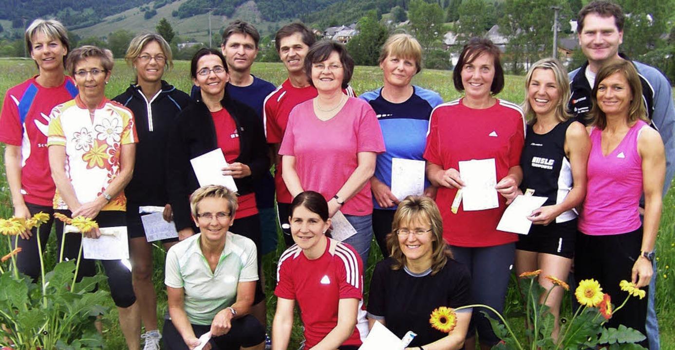14 Sportler des FC Bernau haben die Prüfungen fürs Sportabzeichens bestanden.   | Foto: Franz Kaiser