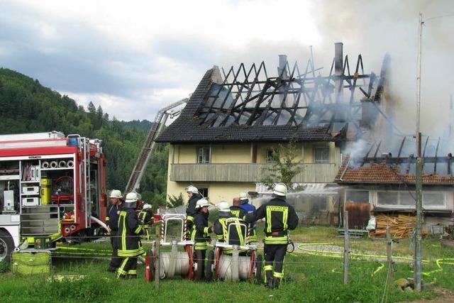Großbrand vernichtet alten Bauernhof bei Staufen