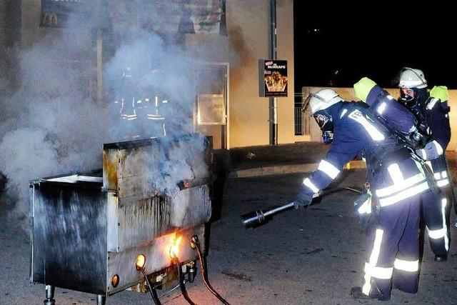 Eine Fritteuse bei McDonalds fängt Feuer