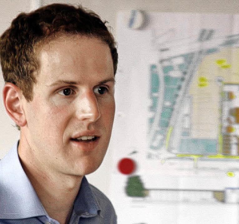 Peter Sucher aus der Geschäftsführung ... für das neue Verwaltungsgebäude vor.   | Foto: Heidi Fössel