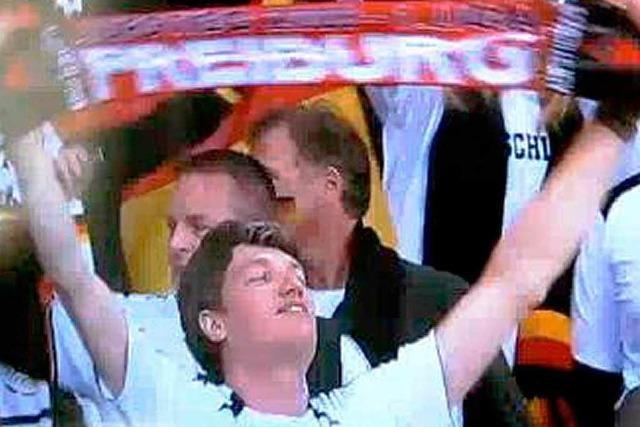 Wie der SC-Schal bei der Fußball-WM ins Fernsehen kam