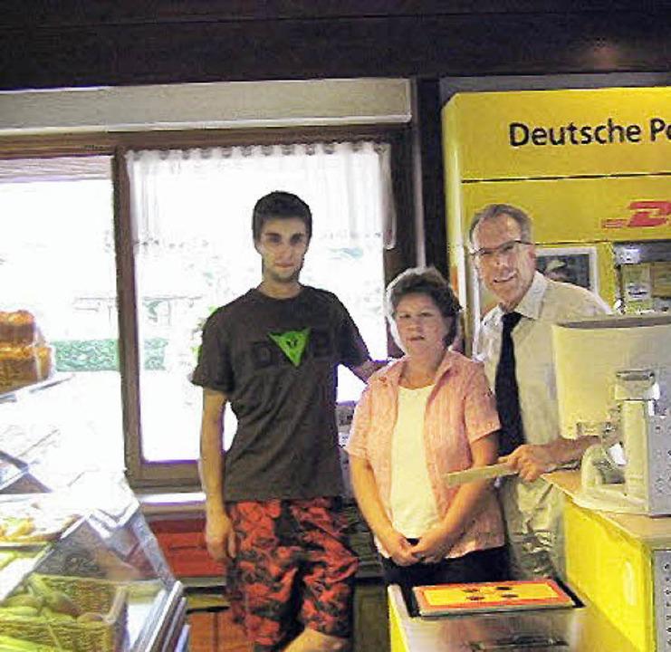 Die Postagentur wechselte zum 1. Juli ... und  Bürgermeister Reinhold Scheer).     Foto: V. Reitinger