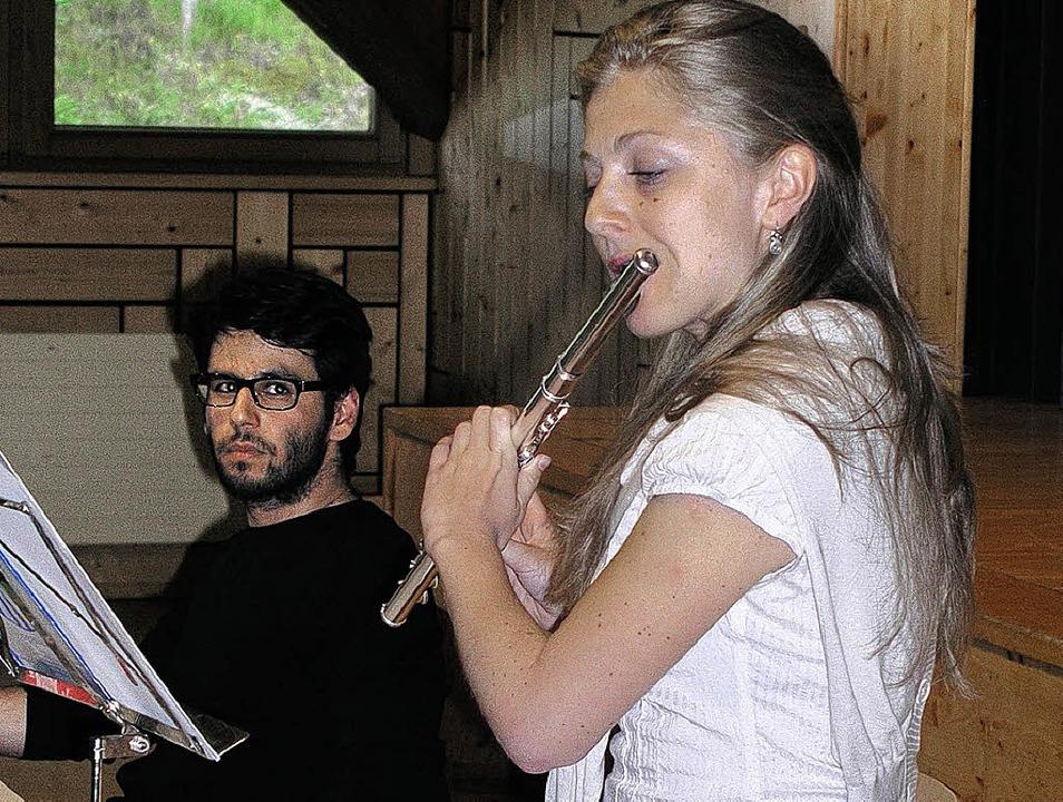 Deniz Utlu verabschiedete sich als Dor...anstaltung durch Anastasia Avdalova.      Foto: GERT BRICHTA