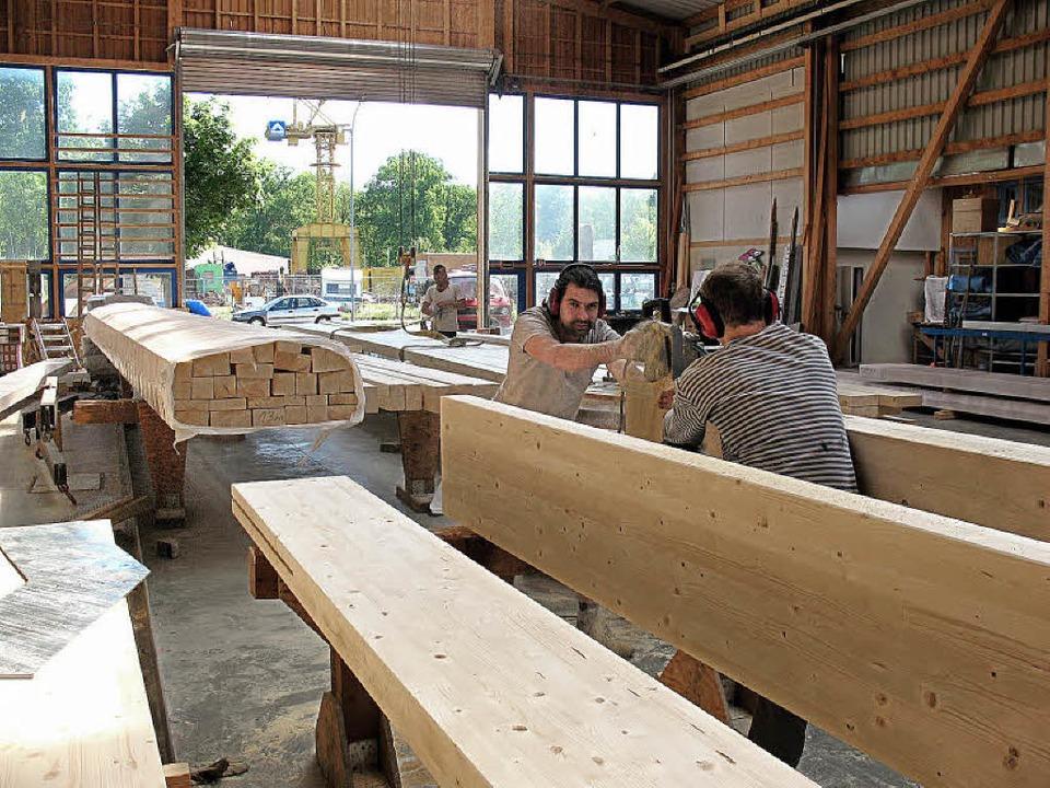 Holz wird als Baustoff aus ökologische...rwehr bedeutet er jedoch ein Umdenken.  | Foto: zimmerei grünspecht/Kunz
