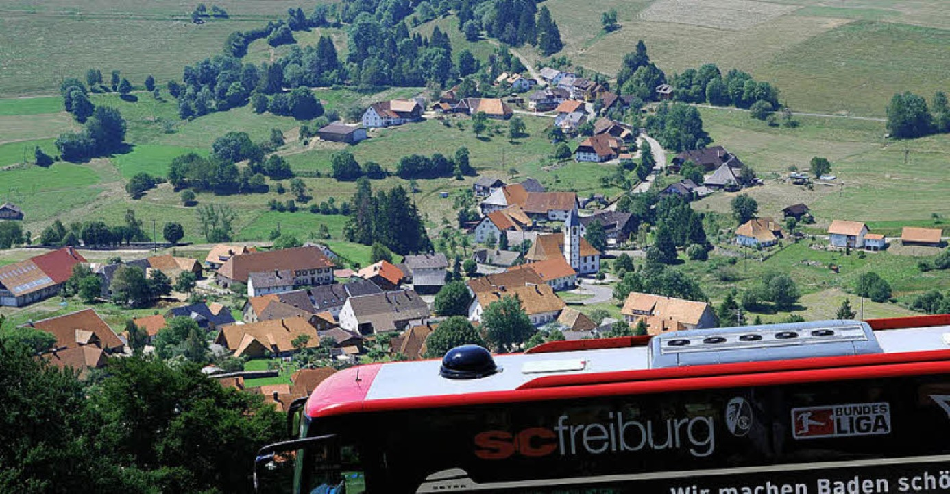 Vom Mannschaftsbus aus hatten die Frei...t auf  Gersbach und das  Bergpanorama.    Foto: Edgar Steinfelder