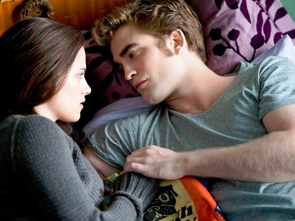 Highschool-Absolventin Bella (Kristen ...) und Vampir Edward (Robert Pattinson)    Foto: CONCORDE
