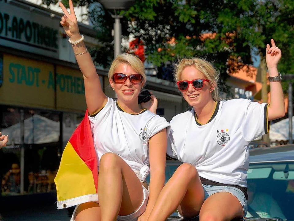 So feierten die Fußballfans in Weil am... gegen Spanien gab es einen autokorso.    Foto: Hannes Lauber