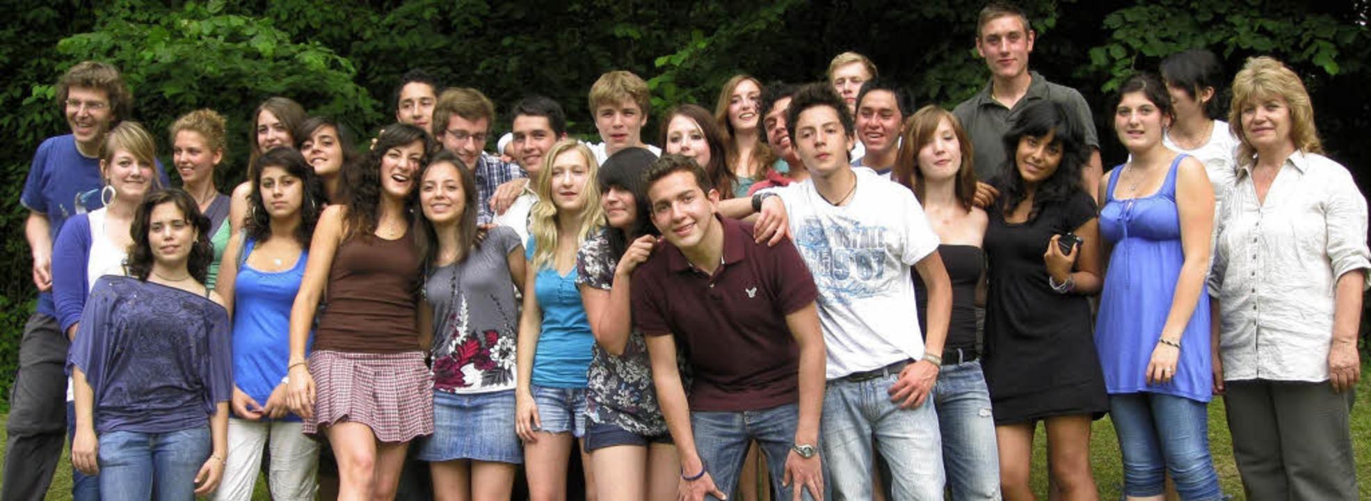 Die deutschen Schülerinnen und Schüler mit ihren Gästen aus Südamerika   | Foto: Privat