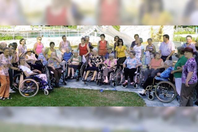 20 Rollstuhlfahrer mit großem Spaß auf Achse