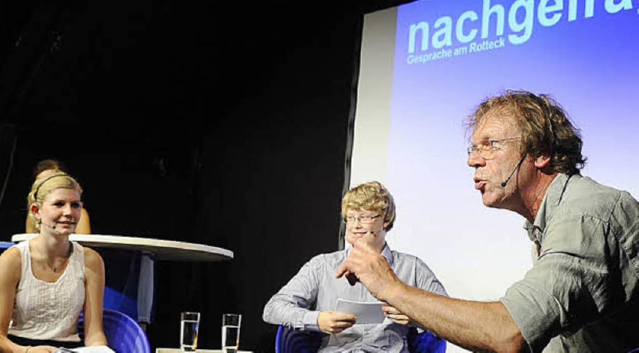 Katharina Koch und Paul Teichert inter... Georg Schramm (rechts) im Vorderhaus.  | Foto: thomas kunz