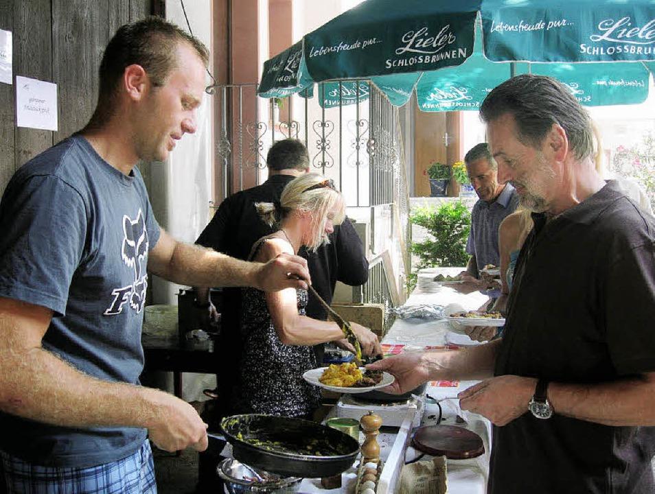 Ein reichhaltiges kulinarisches Angebo...in Merdingen war das Buffet belagert.   | Foto: ines süssle