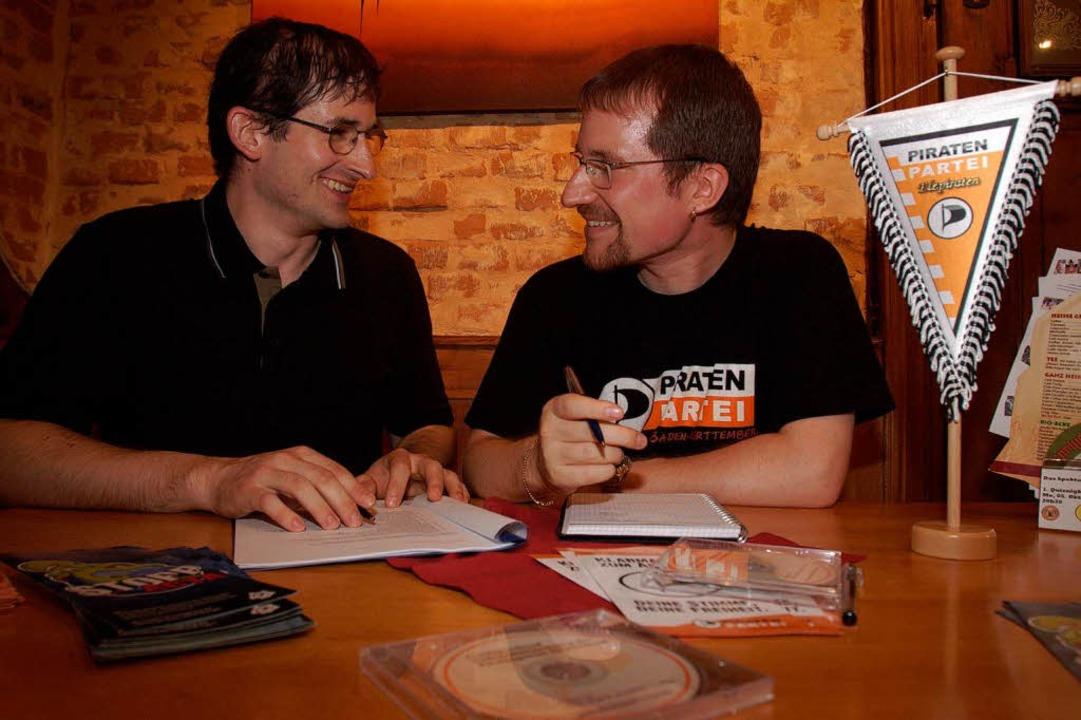 Der Kandidat der Piratenpartei und sei... Rotzinger (links) und Marco Rosenthal  | Foto: Patrik Müller