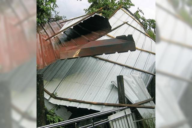 Dach flog über die Dächer