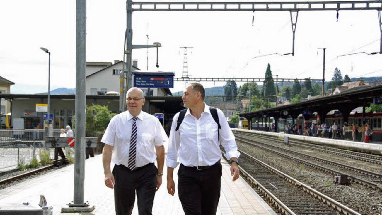 Die Vorsteher der Baselstädtischen und...emeinsam Gedanken übers Schienennetz.   | Foto: Annette Mahro