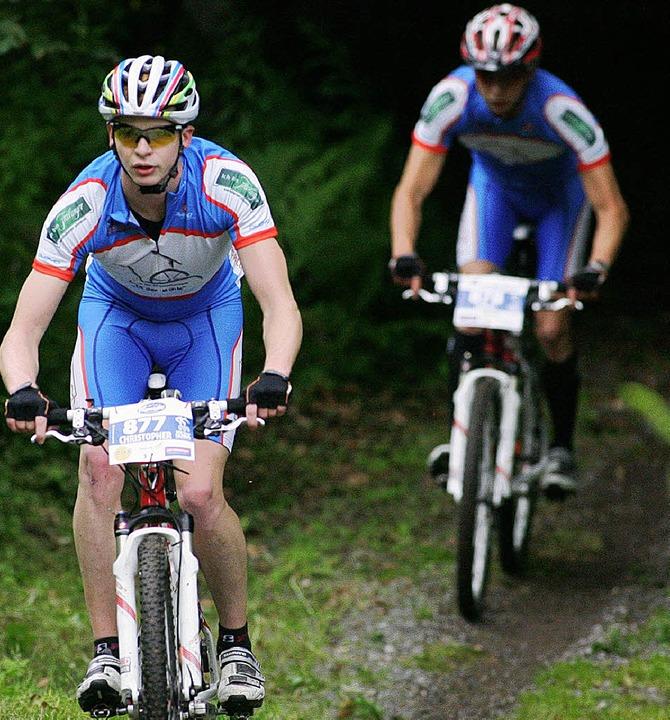 Die Simon-Brüder (vorne Christopher) s...tes Mal der Herausforderung Trans Alp.  | Foto: BZ
