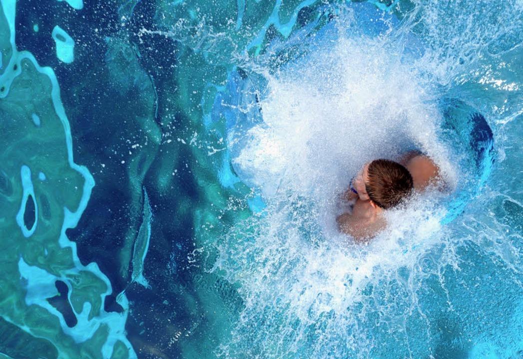Bei der Hitze hilft nur eins: ab ins W...Schwimmbadbetreiber wie in Seelbach.    | Foto: dpa