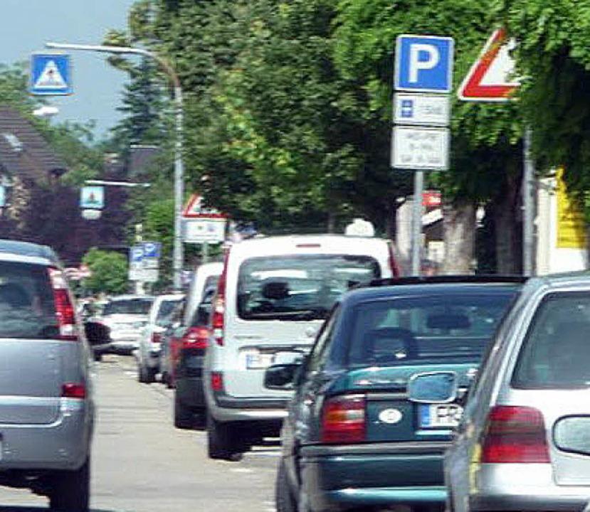 Was will wohl das begrünte Schild Autofahrern vermitteln?   | Foto: Privat
