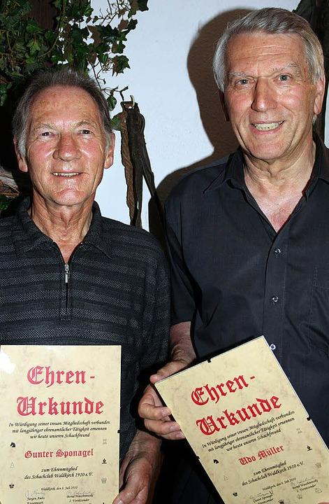 Drei besonders engagierte Mitglieder d...r leider nicht anwesend sein konnte).     Foto: Karin Heiss
